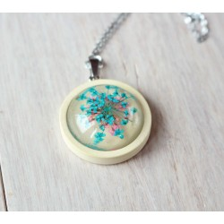 Wooden pendant with flower sunk in resin CLOVE