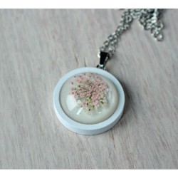 Wooden pendant with flower sunk in resin CLOVE OF POPPY