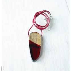 Drewniany naszyjnik z żywicą BURGUND