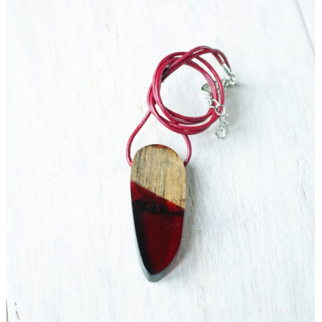 Wood and resin pendant BURGUNDY