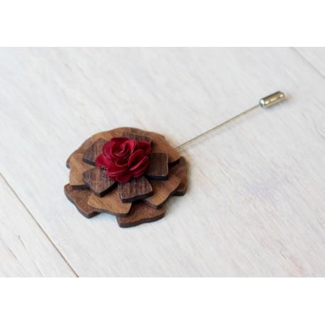 Drewniana elegancka wpinka na szpilce